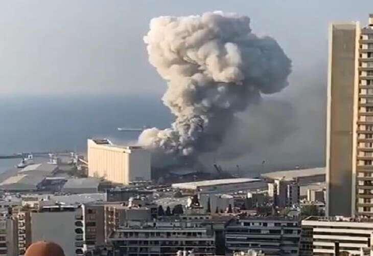 રાજધાની બેરુતના પોર્ટ નજીક ભયાનક વિસ્ફોટ, 10 લોકોના મોત