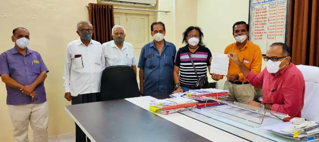 Dhoraji-ધોરાજીમાં વેપાર ઉદ્યોગ મહામંડળ દ્વારા CMને સંબોધીને સિવિલ હોસ્પિ.માં તાત્કાલિક કોવિડ સેન્ટરની મંજૂરી આપવા મુદ્દે ડેપ્યુટી કલેક્ટરને અપાયું આવેદન.