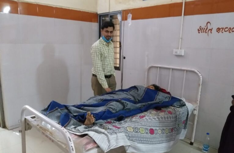 Jasdan-Rajkot જસદણ સરકારી હોસ્પિટલના એમ ડી ગાયનેક તબીબ ડો. વિશાલ શર્માની બેનમૂન કામગીરી:મોટા દડવા ગામની ખેતમજૂર મહિલાની તાત્કાલિક સિઝેરિયન પ્રસુતિ કરાવી જીવ બચાવ્યો.