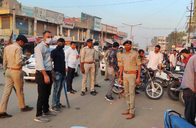 Halvad-Morbi હળવદ પોલીસ દ્વારા ફ્લેગ માર્ચ કરી શહેરની જનતાને સુરક્ષીત સલામતી રાખવા માટે સુચનો કર્યા.