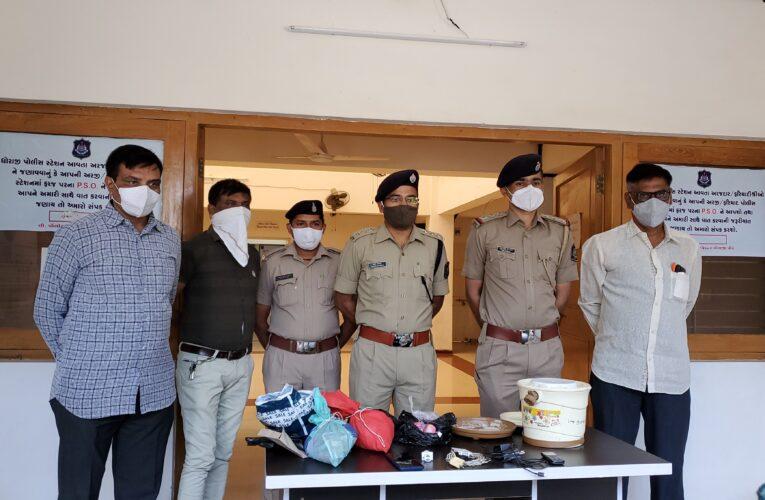 Dhoraji -Rajkot ધોરાજી સબ જેલમાં રહેલા ત્રણ આરોપીઓ પાસેથી મળી આવી પ્રોહીબીશ વસ્તુઓ અને તેમનું નેટવર્ક.