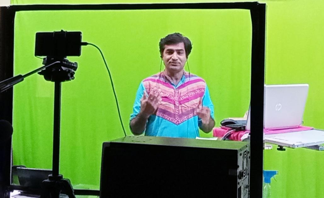 Gondal-Rajkot ભાવનગર યુનિ ના અધ્યાપક દિલીપ બારડ દ્વારા કર્ણાટક યુનિ ના શિક્ષકો અને આસામ ના માસ્ટર ટ્રેઇનર ને ઓનલાઈન શિક્ષણ અંગે તાલીમ આપવામાં આવી