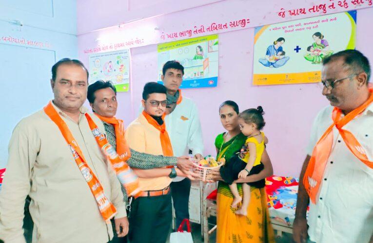 Jasdan-Rajkot ગુજરાતના મુખ્યમંત્રીશ્રી વિજયભાઈ રૂપાણીના જન્મદિન નિમિતે જસદણ લઘુમતી મોરચાયે હોસ્પિટલ ખાતે ફ્રુટ વિતરણ કર્યુ.
