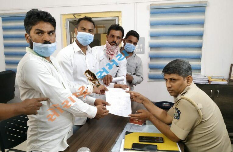 Rajkot-Jetpur       SC સમાજ દ્વારા બાબાસાહેબ આંબેડકરની પ્રતિમા પાસેથી ટ્રાફિક દૂર કરવાની માગ સાથે પોલીસને અપાયું આવેદન.